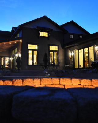 Lake's Edge Tuscan Lodge