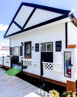 Scenic Bay Float Home Hideaway