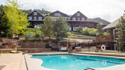 Mary's Lake Lodge
