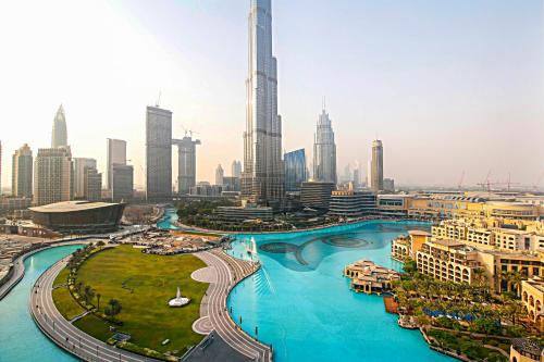 R&H - 3BR with Sweeping Views of Downtown Dubai