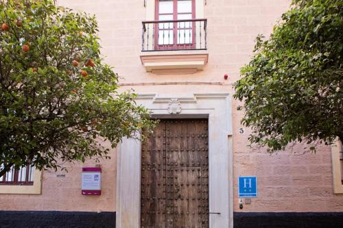 Los 10 mejores hoteles familiares en c diz espa a - Casa patio del panadero ...
