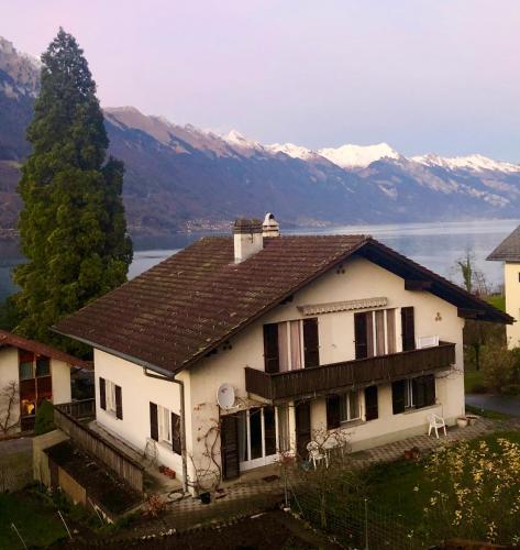 Spacious apartment overlooking Lake Brienz