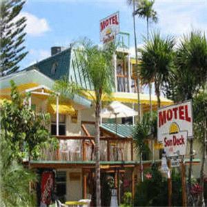 Sun Deck Inn & Suites