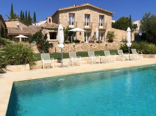 50 hotéis com piscina em LAlt Penedès, Espanha. Booking.com