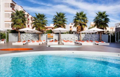 Hoteles en Playa den Bossa, España. ¡Precios increíbles ...