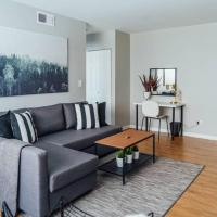 New! Boystown Lakeview! Walk to Nightlife & Food!