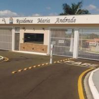 Linda Casa de Madeira - Condomínio Fechado