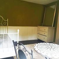 Gemütliches grünes Zimmer in Zauberwesenwald